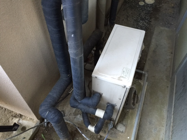 F県現場 ハイブリッド給湯器取付工事 施工前