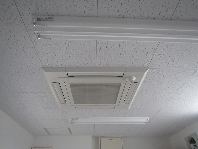 宮城県店舗パッケージエアコン取付工事 写真